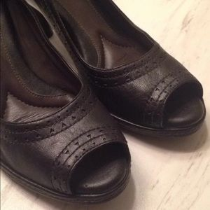 Nurture Peep-toe Black Leather Shoes Size 7